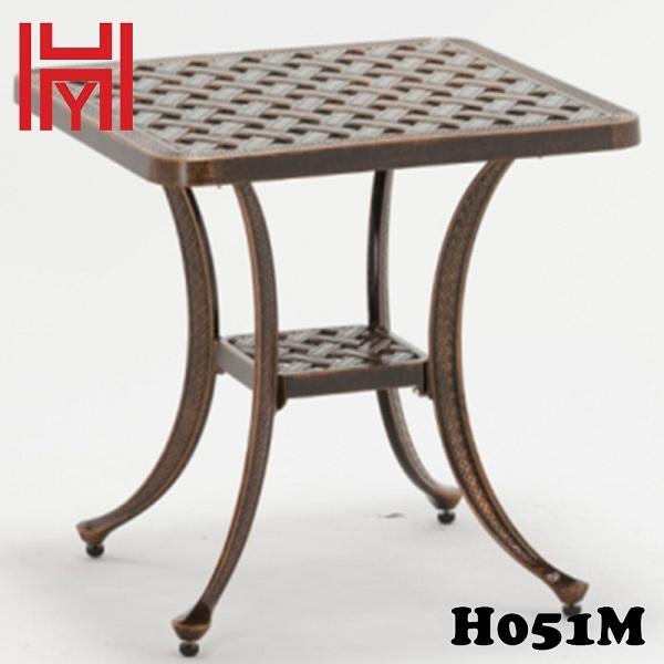 BÀN SÂN VƯỜN VUÔNG NHỎ H051M